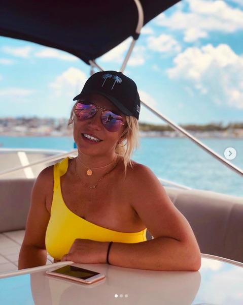 意外に庶民派なブリトニー・スピアーズ(画像は『Britney Spears 2019年6月11日付Instagram「Miami with mi amor @samasghari」』のスクリーンショット)