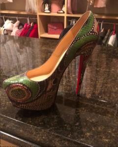 ブリトニーが公開した「クリスチャン ルブタン」のヘビ革パンプス(画像は『Britney Spears 2019年8月15日付Instagram「Four years ago I bought my first pair of Christian Louboutin snakeskin heels that were 6,000 dollars ....」』のスクリーンショット)