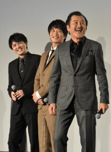 息もぴったり? 笑顔の田中圭、吉田鋼太郎、林遣都