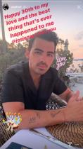 【イタすぎるセレブ達】「ジョナス・ブラザーズ」次男ジョーが30歳に 妻や兄弟から祝福メッセージ