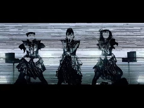 『Elevator Girl[English ver.]』MVに藤平華乃が登場(画像は『BABYMETAL 2019年8月16日公開 YouTube「Elevator Girl[English ver.](OFFICIAL Live Music Video)」』のサムネイル)