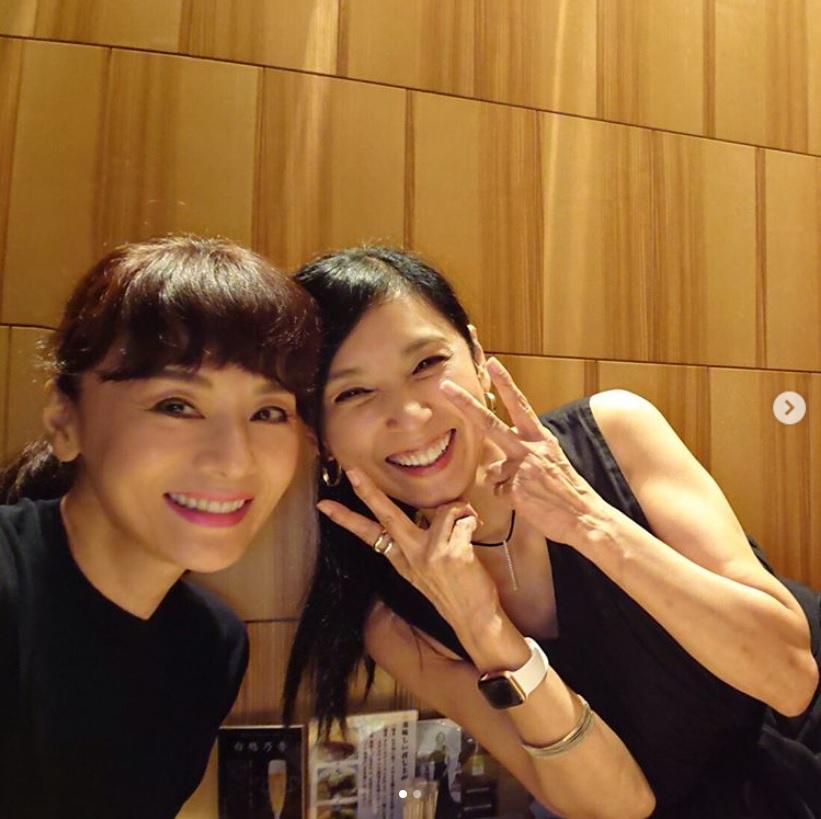 黒木瞳と久しぶりに会い「食べて 飲んで 昔話で大笑い」と大地真央(画像は『大地真央 Mao Daichi 2019年7月31日付Instagram「久しぶりにしょうこと」』のスクリーンショット)