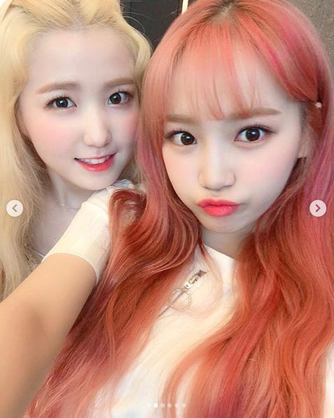 本田仁美とキム・チェウォン(画像は『official_izone 2019年8月1日付Instagram「#アイズワン #チェウォン」』のスクリーンショット)