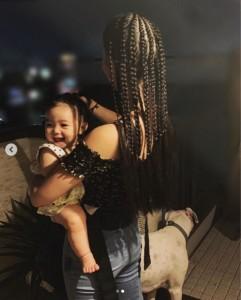 紅蘭の愛娘に「可愛い」の声続出(画像は『紅蘭 2019年8月10日付Instagram「撮影終了 産後の抜け毛が酷すぎて 何度切ろうと思ったか!」』のスクリーンショット)