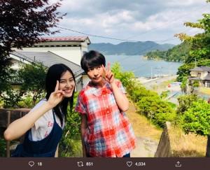 恒松祐里と西田尚美『凪待ち』オフショット(画像は『西田尚美 2019年6月27日付Twitter「いよいよ明日から。凪待ち、公開です。」』のスクリーンショット)