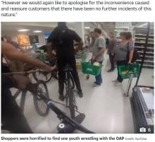 【海外発!Breaking News】スーパーに自転車で乱入した少年ら、買い物客を殴り商品を盗んで逃走(英)<動画あり>