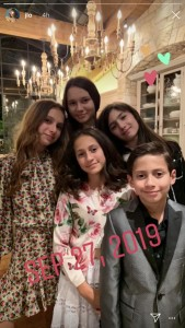 ジェニファー&アレックスの子供達(時計回りにマックスくん、エメちゃん、エラちゃん、ナターシャちゃん)(画像は『Jennifer Lopez 2019年9月27日付Instagram』のスクリーンショット)