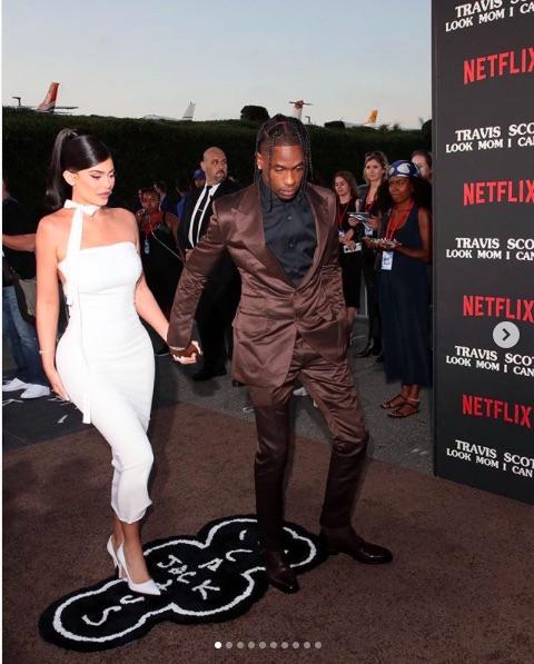 """ハリウッドの""""パワー・カップル""""カイリー・ジェンナ&トラヴィス・スコット(画像は『Kylie 2019年8月28日付Instagram「The brown carpet」』のスクリーンショット)"""