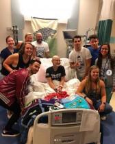 【イタすぎるセレブ達】ジョナス・ブラザーズ、がんと闘う16歳少女の病室をサプライズ訪問