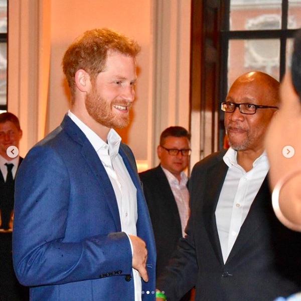 プライベートジェットを使った理由を明かしたヘンリー王子(画像は『The Duke and Duchess of Sussex 2019年6月12日付Instagram「Last night, The Duke of Sussex attended a fundraising concert for Sentebale in the stunning grounds of Hampton Court Palace.」』のスクリーンショット)
