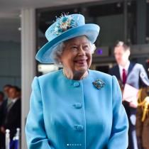 """【イタすぎるセレブ達】エリザベス女王、米国人観光客に「女王に会ったことは?」質問されて""""他人のフリ"""""""