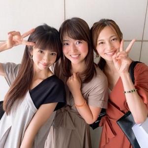 安田美沙子とピースサインを出すほしのあき(画像は『むの 美容家 サロンオーナー 2019年7月19日付Instagram「【超小顔美人にデレデレ】」』のスクリーンショット)