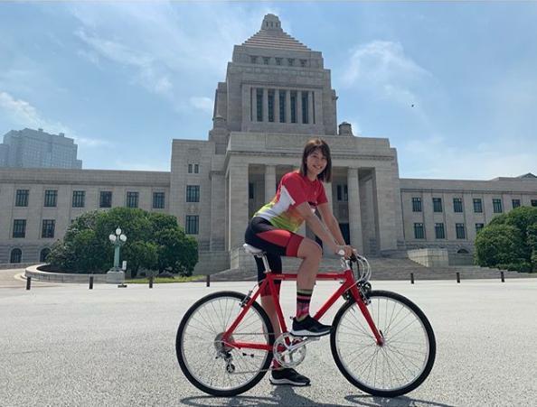 「自転車アンバサダー」を務める稲村亜美(画像は『稲村亜美 2019年5月27日付Instagram「今日は自転車アンバサダーとして自転車活用推進議員連盟の青空総会に出席させていただきました」』のスクリーンショット)