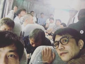 「ロケバスの中で盗撮」と井上聡(画像は『井上聡(次長課長) 2019年9月9日付Instagram「今年も恒例の明石家電視台のロケがやってきました。」』のスクリーンショット)