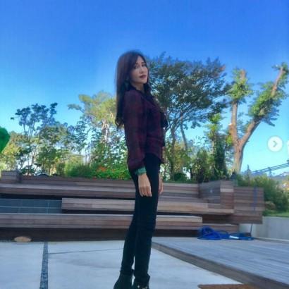 【エンタがビタミン♪】工藤静香、娘のブラウスを着て秋の装い ファンも「しーちゃんかっこいい!!」