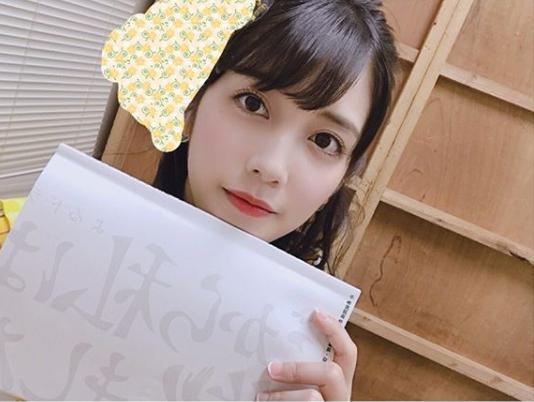 サニサイ原花梨役の松田るか(画像は『松田るか Ruka Matsuda 2019年7月17日付Instagram「ドラマ『#だから私は推しました』エキストラ参加してくださった皆様、今回も長丁場でしたが最後までありがとうございました!」』のスクリーンショット)