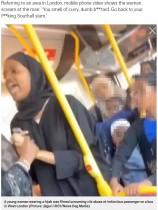 【海外発!Breaking News】ヒジャブの女性、バス車内でインド人男性に「カレー臭い!」と猛攻撃(英)