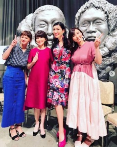 『ダウンタウンDX』収録でのアンミカ(画像は『Mika Ahn 2019年9月13日付Instagram「昨夜の読売テレビ【ダウンタウンDX】では、高校生の時から大好きだった松本伊代さん、夫婦で人狼仲間の吉木りさちゃん、J新婚ホヤホヤ幸せパワー満開でムッチャ可愛い、わたなべ麻衣ちゃんとご一緒しましたよ」』のスクリーンショット)