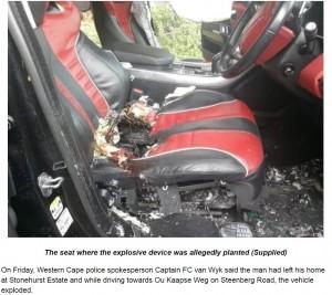 大きく穴の開いた運転席(画像は『News24 2019年9月1日付「Hawks probe cellphone-controlled car bomb that left UK man with 'gruesome' injuries」(Supplied)』のスクリーンショット)