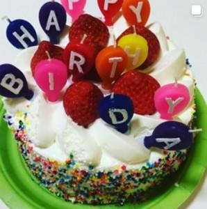 りゅうちぇるへのバースデーケーキ(画像は『RYUCHELL 2019年9月29日付Instagram「今日9/29で24歳になりました」』のスクリーンショット)