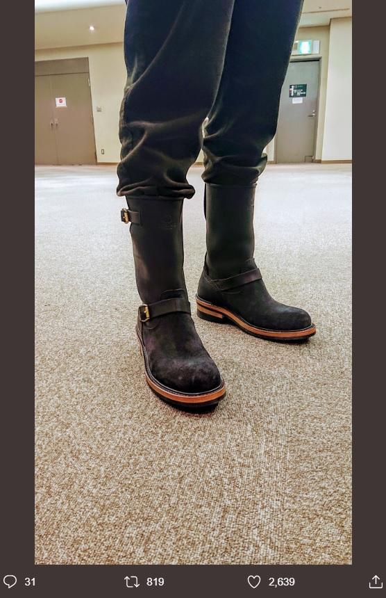 木村拓哉にプレゼントされたブーツを履くKUMI(画像は『NAOKI PSYCHEDELICO 2019年9月29日付Twitter「静岡公演リハーサル中。」』のスクリーンショット)