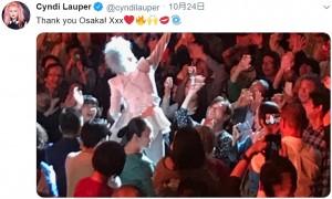 """【エンタがビタミン♪】シンディ・ローパー、天皇陛下""""即位の礼""""に合わせ大阪公演で白衣装 「なんて粋な心配り」の声"""