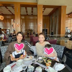 友利新の長男長女と西川史子(画像は『西川史子 2019年10月10日付Instagram「友利さんとランチ。」』のスクリーンショット)