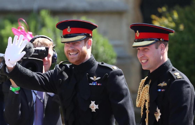 兄弟間の不仲が噂されて久しいヘンリー王子とウィリアム王子(画像は『Kensington Palace 2018年5月19日付Instagram「Prince Harry and his best man The Duke of Cambridge are greeted by public well-wishers as they arrive at St George's Chapel」』のスクリーンショット)