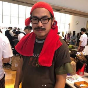 ビッグダディに扮したロッチ・中岡創一(画像は『平野ノラ 2019年10月3日付Instagram「同情するなら金をくれ!」』のスクリーンショット)