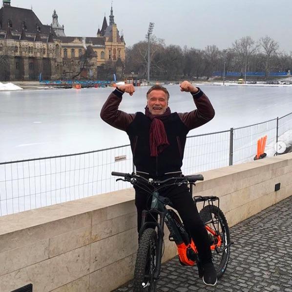 クリス・プラットをベタ褒めしたアーノルド・シュワルツェネッガー(画像は『Arnold Schwarzenegger 2019年2月1日付Instagram「Life is all about balance.」』のスクリーンショット)