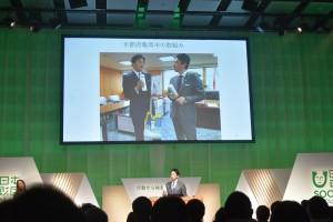 亀岡市長と偶然同じマイボトルを持っていた小泉進次郎氏 マイボトルも推奨