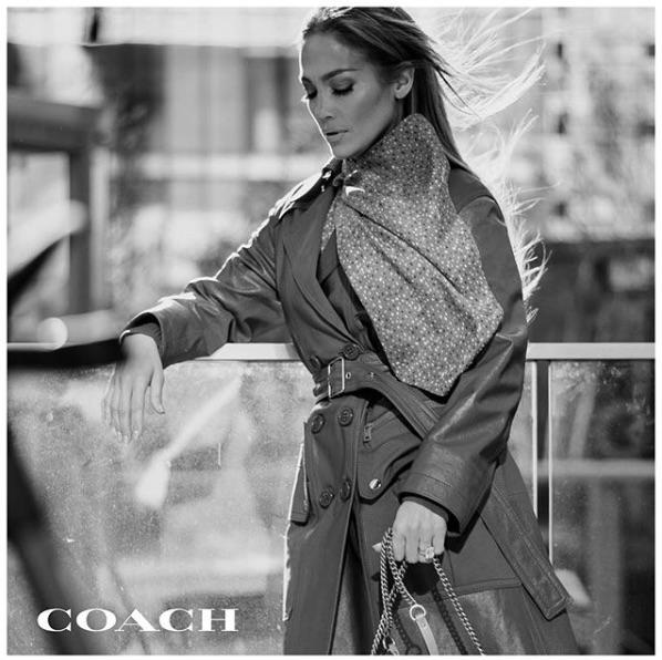 「COACH」の広告塔に大抜擢されたジェニファー・ロペス(画像は『Jennifer Lopez 2019年11月19日付Instagram「Thank you @coach!」』のスクリーンショット)