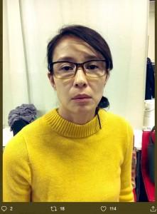 安達健太郎が投稿した無表情な水野美紀(画像は『安達健太郎 2019年11月24日付Twitter「最終稽古終わりました。」』のスクリーンショット)