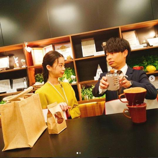 趣里と浜野謙太(画像は『浜野謙太 2019年11月7日付Instagram「今日は趣里ちゃん扮する千鶴が動きます。」』のスクリーンショット)