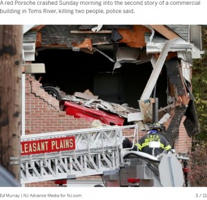 大きく穴が開いた建物(画像は『NJ.com 2019年11月11日付「Porsche crashes into second story of building, killing 2, police say」(Ed Murray | NJ Advance Media for NJ.com)』のスクリーンショット)