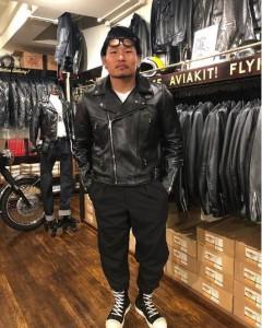 稲垣啓太選手のライダースジャケット姿(画像は『keita inagaki 2019年10月26日付Instagram「@lewisleathersjapan さんにオーダーしていたライダースが完成したとの事で受け取りに行きました。」』のスクリーンショット)