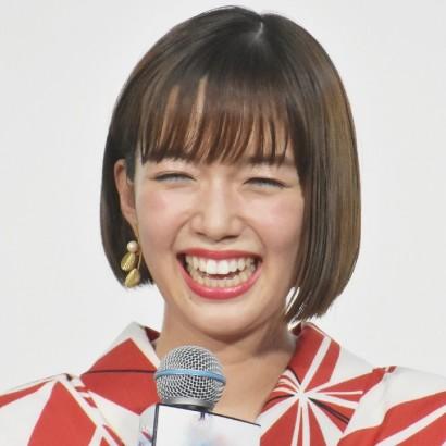【エンタがビタミン♪】佐藤栞里、笑顔を封印した大人ショットが「桃井かおりになってる」の声