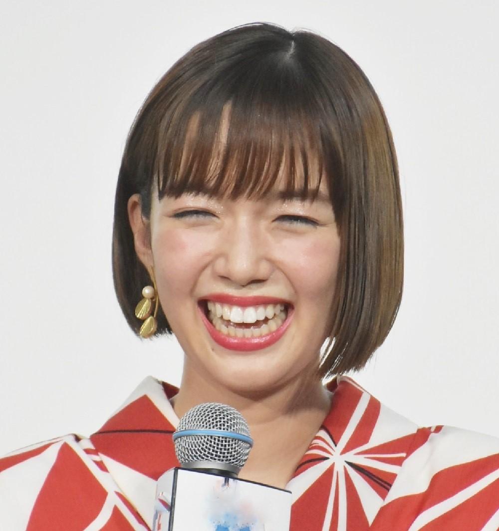 普段は弾けるような笑顔が多い佐藤栞里だが…