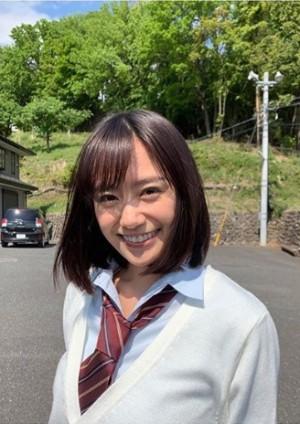 【エンタがビタミン♪】制服似合う女優・吉田志織、トレンチコートで大人の着こなし ヨガ姿も披露<動画あり>