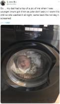 洗濯機の中にいる幼児の姿に母親が悲鳴、のちに娘の顔写真入りシャツだと気づく(英)