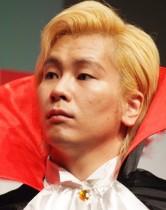 【エンタがビタミン♪】カズレーザー「坂下千里子姉さんとのアバンチュール」 密着ショット公開
