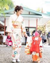 【エンタがビタミン♪】小沢真珠の着物姿が「ドラマのワンシーンのよう」 娘2人との七五三ショットで