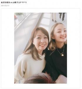 2018年2月に松居直美が再会した際の倉沢淳美と娘のケイナさん(画像は『松居直美オフィシャルブログ 2018年2月19日付「倉沢淳美ちゃん親子と」』のスクリーンショット)
