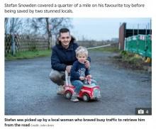 【海外発!Breaking News】発作を起こした父親に3歳児、助けを求めておもちゃの車で路上へ(英)