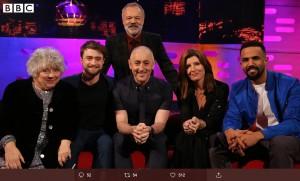 『ザ・グラハム・ノートン・ショー』に出演したミリアム・マーゴリーズ(左端)とダニエル・ラドクリフ(画像は『BBC One 2020年1月10日付Twitter「Tonight on The Graham Norton Show…」』のスクリーンショット)