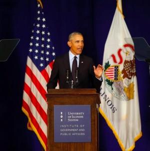 【イタすぎるセレブ達】オバマ元大統領、上半身裸でパドルボートを楽しむ姿に「セクシー!」の声