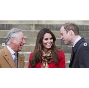 チャールズ皇太子も長男夫妻との写真を公開(画像は『Clarence House 2020年1月9日付Instagram「Wishing The Duchess of Cambridge a very Happy Birthday」』のスクリーンショット)