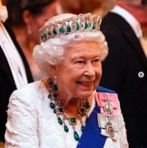 """【イタすぎるセレブ達】エリザベス女王、チャールズ皇太子やウィリアム&ヘンリー王子を緊急招集し""""電話会議""""開く"""