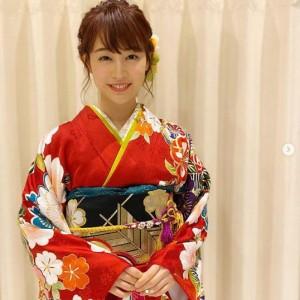 振り袖を着て年始番組に出演した新井恵理那(画像は『新井恵理那 2019年12月29日付Instagram「年始は着物で出演!」』のスクリーンショット)