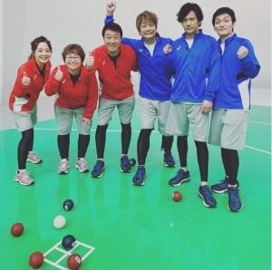 「ボッチャ対決」したスッキリチームと新しい地図チーム(画像は『香取慎吾 2020年1月7日付Instagram「#スッキリ #新しい地図」』スクリーンショット)
